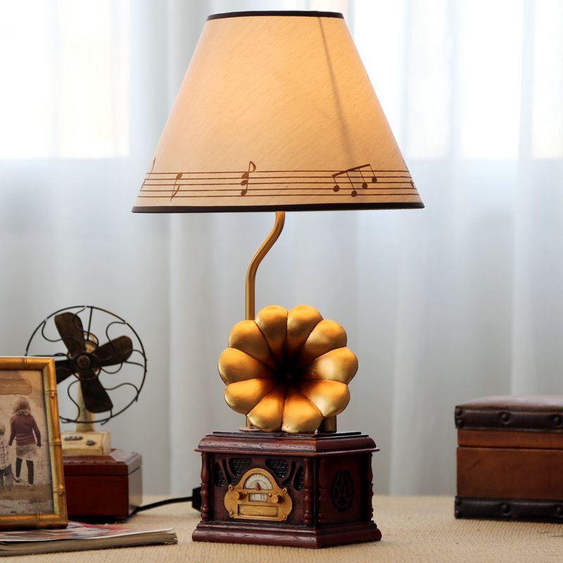 tischlampe modern grammofon design mit stoff schirm. Black Bedroom Furniture Sets. Home Design Ideas