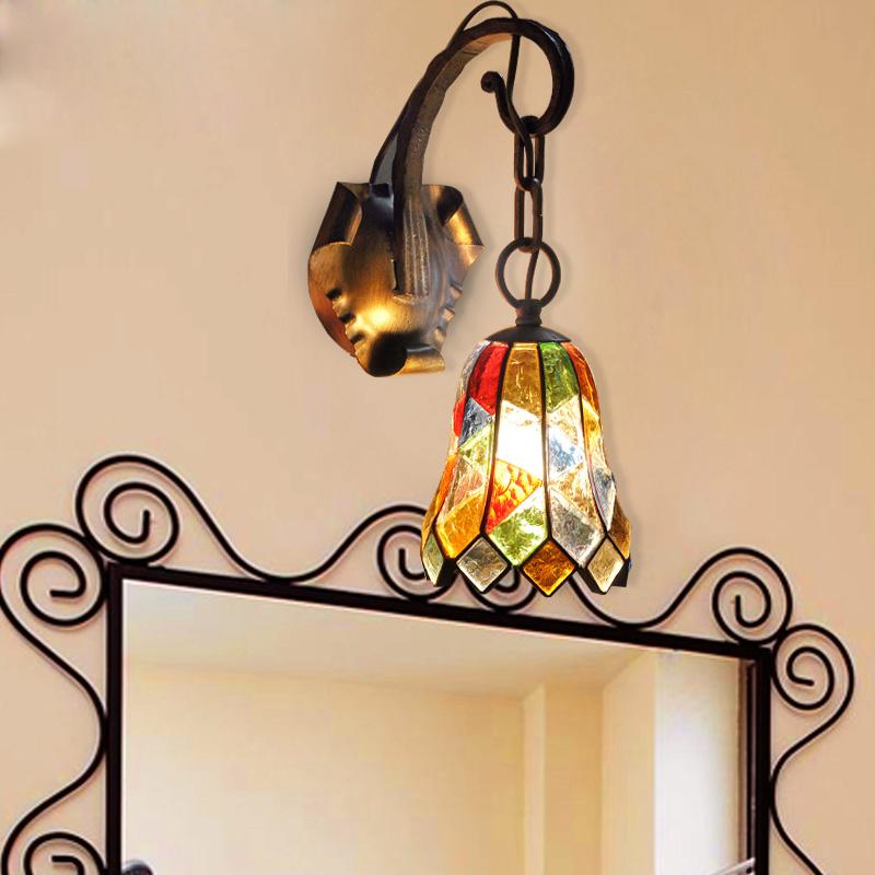 bezaubernde wandleuchte aus buntes glas eisen 1 flammig. Black Bedroom Furniture Sets. Home Design Ideas
