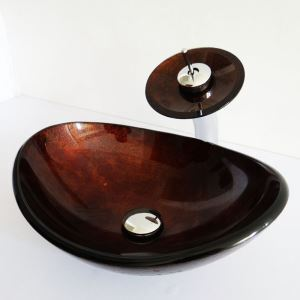 Glas Waschbecken Set Oval mit Wasserfall Wasserhahn im Badezimmer