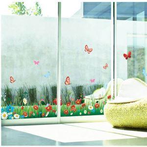 PVC Wandsticker Cartoon Schmetterling im Blumenbeet