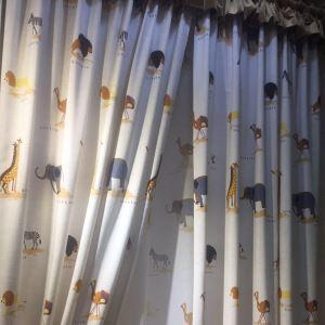 Vorhang Cartoon Tieren Muster aus Leinen im Kinderzimmer
