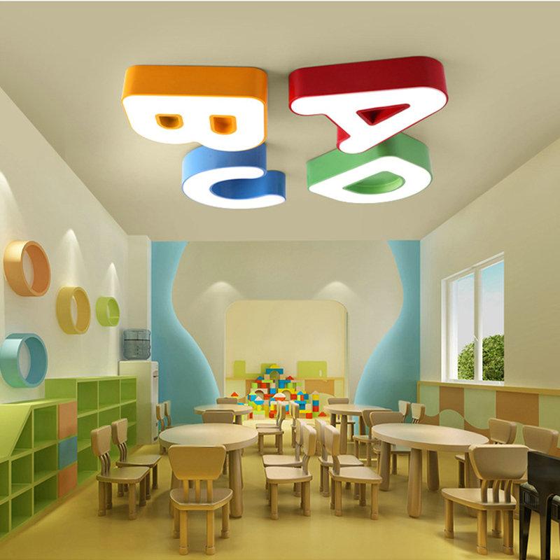 led deckenleuchte modern buchstabe design im kinderzimmer. Black Bedroom Furniture Sets. Home Design Ideas