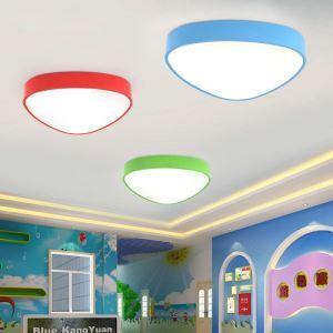 Schöne Deckenleuchte Led Modern Dreieck Design im Kinderzimmer