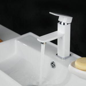 Moderne Waschtischarmatur Weiß im Badezimmer