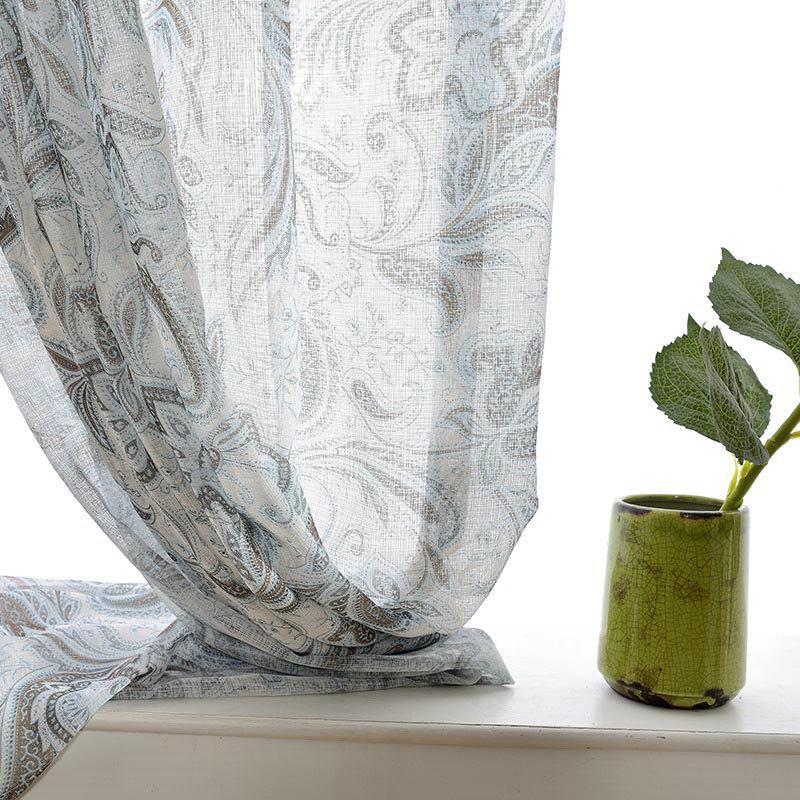 Landhaus Gardine Abstrackt Blumen Design Im Schlafzimmer