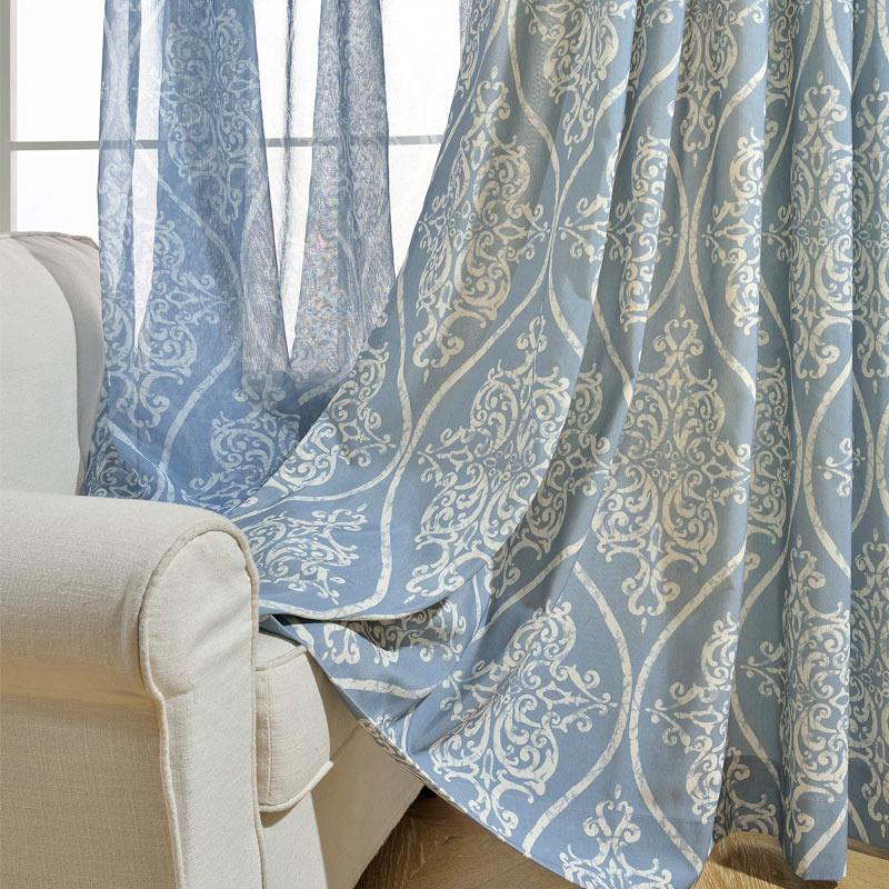 Minimalismus Vorhang Blau Blumen Muster Design im Wohnzimmer