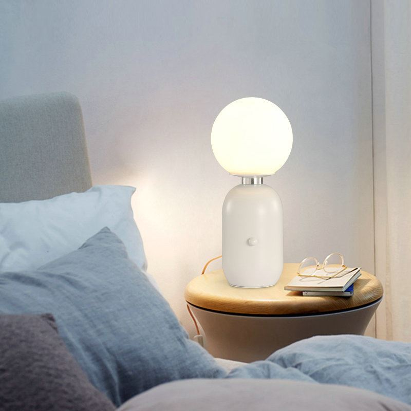 tischleuchte modern aus glas kugel design. Black Bedroom Furniture Sets. Home Design Ideas