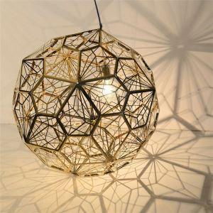 Hängelampe Kugel Design aus Edelstahl im Wohnzimmer