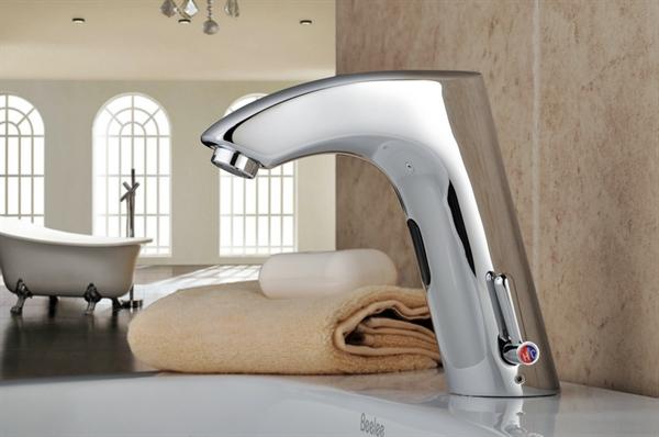 messing bad waschtischarmatur mit automatischer sensor warm kalt. Black Bedroom Furniture Sets. Home Design Ideas