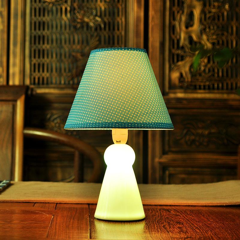 tischleuchte modern sunny doll design aus keramik im wohnzimmer bett. Black Bedroom Furniture Sets. Home Design Ideas