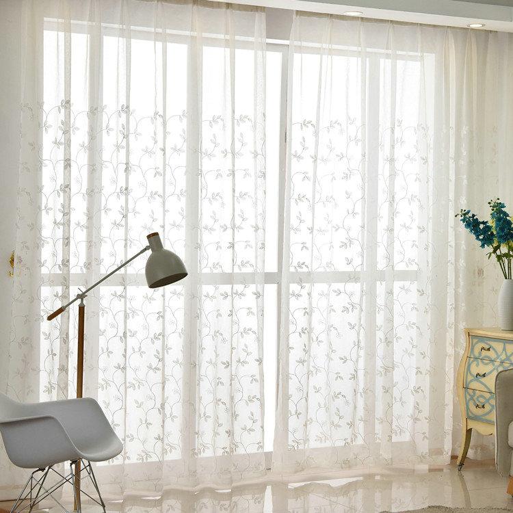 Moderne Gardine Blumenranke Design in Weiß im Schlafzimmer