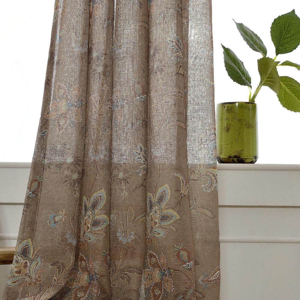 Landhaus Gardine Braun Blumen Design im Wohnzimmer