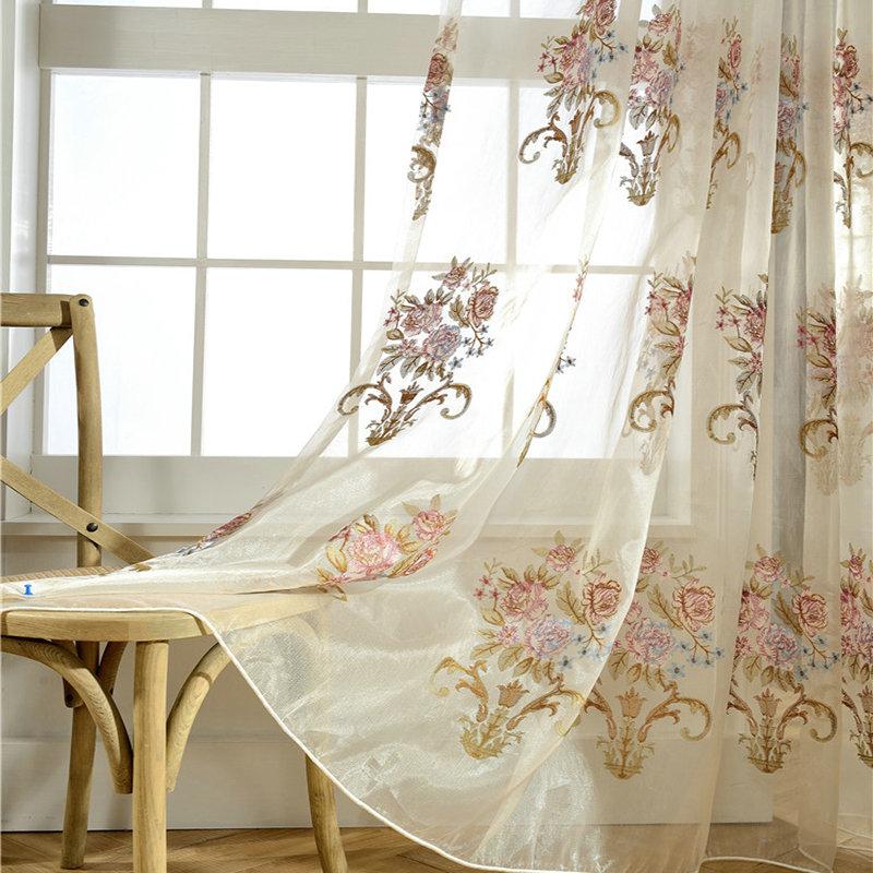 landhaus gardine blumen stickerei im schlafzimmer. Black Bedroom Furniture Sets. Home Design Ideas