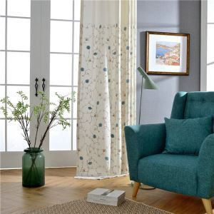 Minimalismus Vorhang Weiß Blumenzweig Design im Schlafzimmer