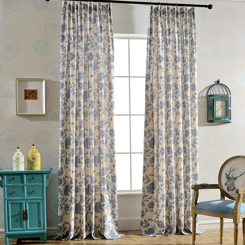 Landhaus Vorhang Blau Blumen Design im Schlafzimmer
