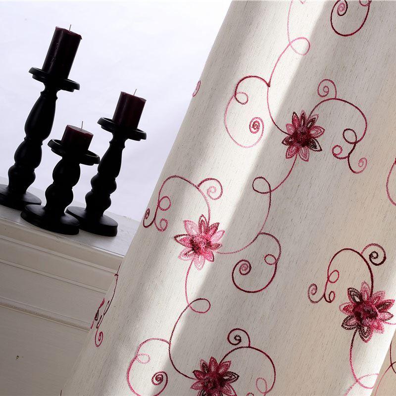 Landhaus Vorhang Rot Blumenzweige Muster im Schlafzimmer