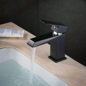 Einhebel Waschtischmischer Retro in Schwarz im Badezimmer