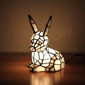 Tiffany Tischleuchte Hasen Design 1 flammig im Schlafzimmer