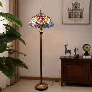 Stehlampe Tiffany Stil Herz Design im Schlafzimmer