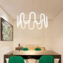Led Pendelleuchte Kurve Design in Weiß im Wohnzimmer