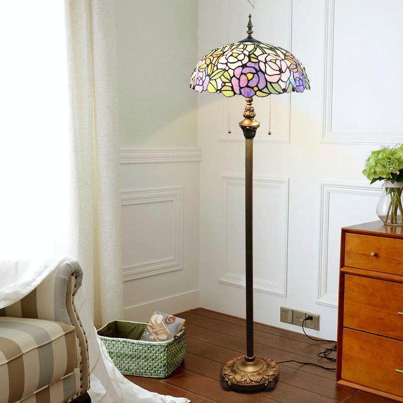 stehleuchte blumen design tiffany stil im schlafzimmer. Black Bedroom Furniture Sets. Home Design Ideas