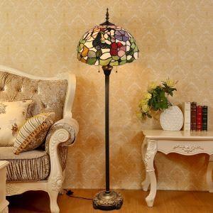 Tiffany-Stil Stehlampe Schmetterling und Blumenmalerei im Wohnzimmer