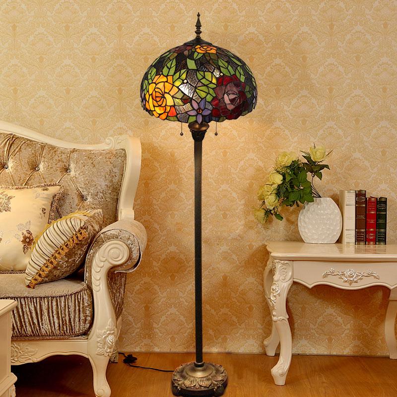 Tiffany Stehleuchte Blumenmalerei Design Im Schlafzimmer