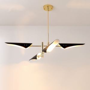 Kronleuchter Modern Design in Gold Schwarz im Wohnzimmer