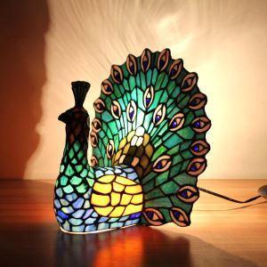 Tischleuchte Tiffany Stil Pfau Gestaltet im Wohnzimmer