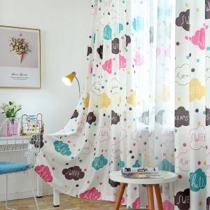 Vorhang mit Wolken Motiv für Kinderzimmer Cartoon Stil