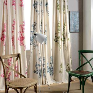 Minimalismus Vorhang Pflaumenblüte Muster Design im Wohnzimmer