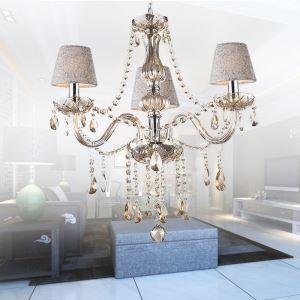 Ansprechender Kronleuchter Kristall Kerzen Design in Beige für Schlafzimmer