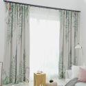 Moderner Vorhang Blätter bunt im Wohnzimmer