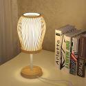 Moderne Tischleuchte aus Bambus für Lesezimmer