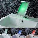 Led Waschtischarmatur Modern Bad Wasserfall Verchromt