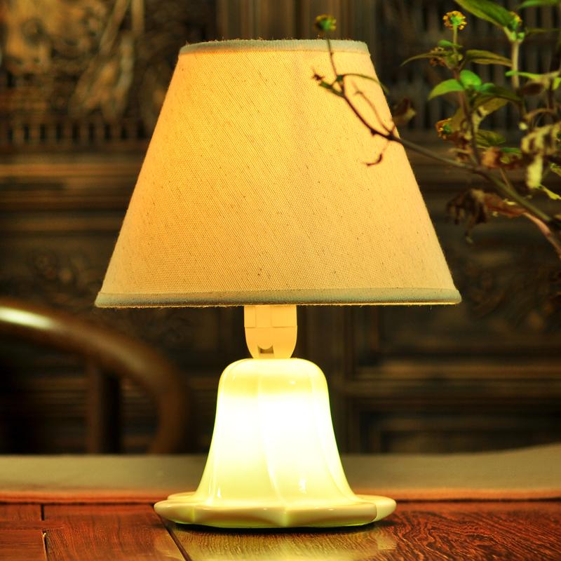 tischleuchte modern seerose design aus keramik im. Black Bedroom Furniture Sets. Home Design Ideas